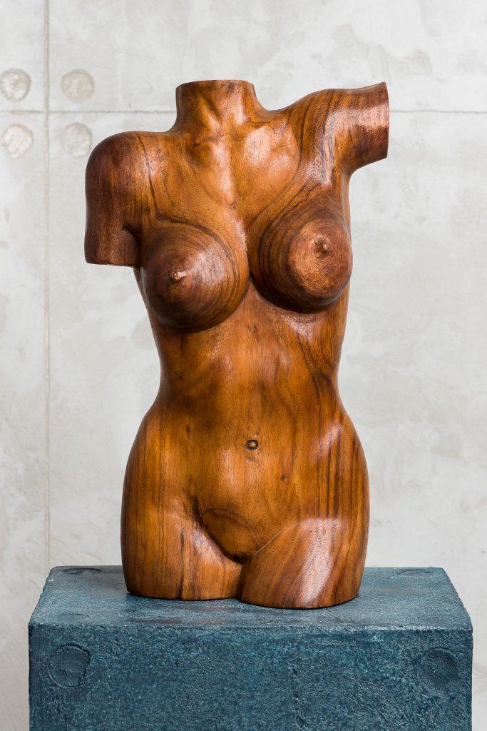 Скулптура от дърво